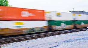 Train de fret expédiant coloré de Double-pile - 2 photos stock