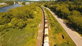 Train de fret sur le chemin de fer photo libre de droits
