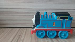 Train de jouet d'étain avec des lettres Photos stock