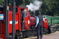 Train de l'extrémité du monde partant pour Tierra del Fuego National Park Image stock