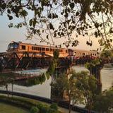 Train de la deuxième guerre mondiale chez Kanchanaburi Thaïlande Image libre de droits
