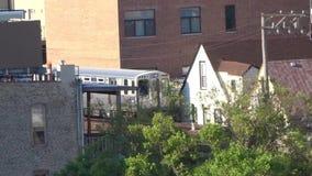 Train de métro de Chicago par le centre ville banque de vidéos