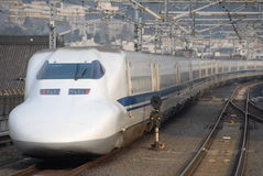Train de remboursement in fine de Shinkansen au Japon photographie stock libre de droits