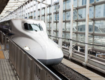 Train de remboursement in fine, Shinkansen Photographie stock