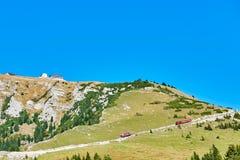 Train de Schafberg dans les Alpes autrichiens photos libres de droits