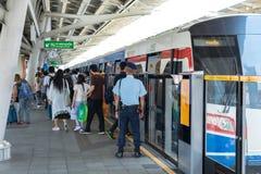 Train de skytrain de BTS Photographie stock libre de droits