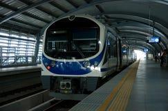 Train de tige d'aéroport à une gare à Bangkok Photos libres de droits