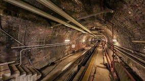 Train de Tunel s'écartant de la station de Karakoy à Istanbul banque de vidéos