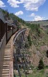Train de vapeur au-dessus de la gorge Image stock