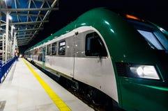 Train diesel du chemin de fer biélorusse PESA 730M DP3 au rail Photographie stock