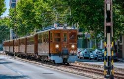 Train en bois antique allant à la ville de Soller Image libre de droits