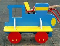 Train en bois sur le terrain de jeu Photos stock