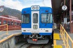 Train local à la Station terminale de Kawaguchiko images stock