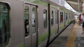 Train local à Tokyo banque de vidéos