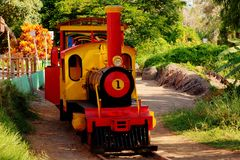 Train miniature de visite en parc dans Chimbote, Pérou photos libres de droits