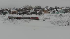 Train neigeux d'hiver banque de vidéos