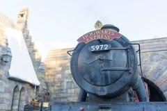 Train rapide de Hogwarts au monde Wizardly de Harry Potter photo stock