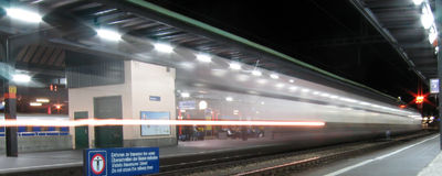 Train passant la station de Gen?ve Photos libres de droits