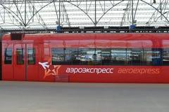 Train rouge d'Aeroexpress Images libres de droits