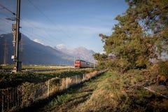 Train rouge de la Suisse image libre de droits
