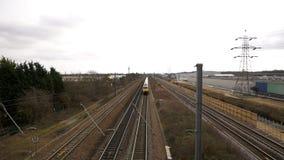 Train s'attaquant à la grande vitesse banque de vidéos