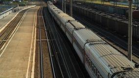 Train s'?cartant de la station clips vidéos