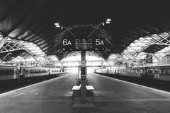 Train Sation - effet de Desterted de film de grain de B&W Photo stock