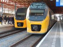 Train sur la gare ferroviaire Eindhoven images stock