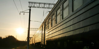 Train sur la voie de chemin de fer Image libre de droits