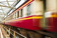 Train sur le pont image stock