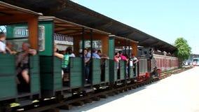 Train touristique de vapeur banque de vidéos