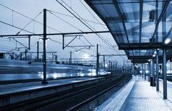 Train venant à la gare Image libre de droits