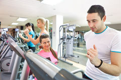 Trainer instructing man on treadmill Royalty Free Stock Images