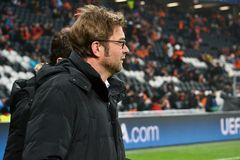 Trainer Jurgen Klopp wird interviewt Stockfoto