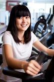 Trainieren in der Gymnastik Lizenzfreies Stockbild
