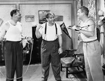 Trainieren mit drei Männern (alle dargestellten Personen sind nicht längeres lebendes und kein Zustand existiert Lieferantengaran lizenzfreies stockbild