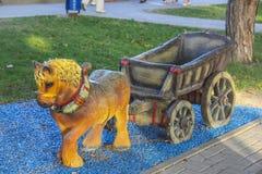 Trainieren Sie mit Pferd von Skazki-Park in Gelendzhik Stockbild