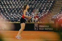Training Buzarnescu Mihaela bei Fed Cup Rumänien 2018 lizenzfreie stockfotos