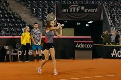 Training Buzarnescu Mihaela bei Fed Cup Rumänien 2018 lizenzfreie stockbilder