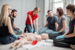 Training der Ersten ERSTE HILFE lizenzfreie stockfotos