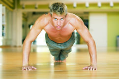 Training - Pushups Lizenzfreie Stockbilder