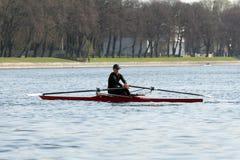 Training rudern - Ruderer auf dem Boot stockfotografie