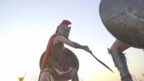 Training von zwei beeindruckenden Gladiatoren, Zeitlupe stock footage