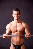 Traininig joven del bodybuilder Foto de archivo