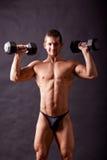 Traininig joven del bodybuilder Fotos de archivo