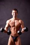 Traininig joven del bodybuilder Imágenes de archivo libres de regalías