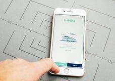 Trainline app на iPhone 7 плюс прикладное обеспечение Стоковые Фотографии RF