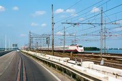 Trainon ad alta velocità la ferrovia Fotografie Stock Libere da Diritti