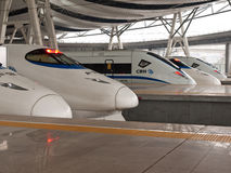 Trains à grande vitesse à la gare Image stock