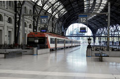 Trains à la gare de chemin de fer Photo libre de droits